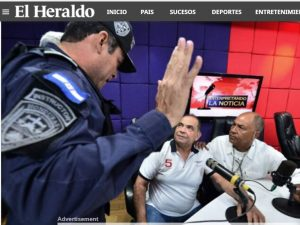 Moment of the capture of journalist Romero while he was on his evening news. More than 100 policemen were used to capture him, who entered the radio station building to capture a person who was working in front of a microphone.